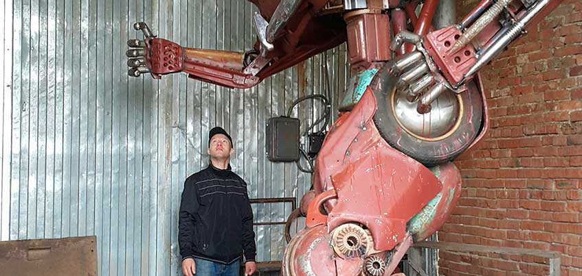 Фото: В Ижевске установили 4,5-метровую скульптуру в стиле фильма «Трансформеры»