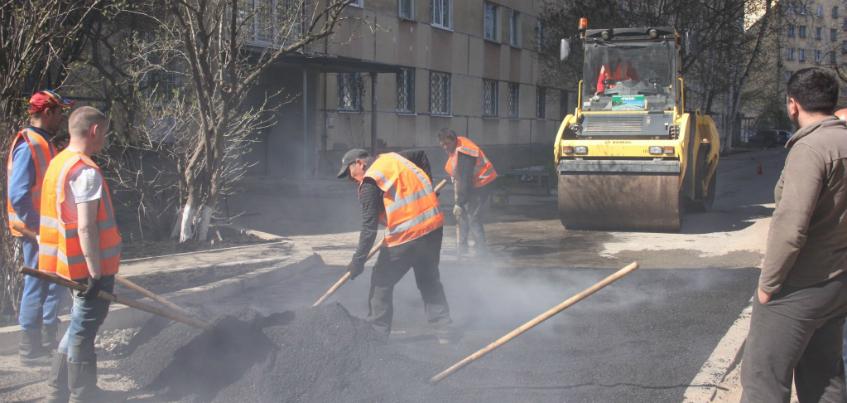 В Ижевске восстанавливают дворы и дороги после ремонта теплотрасс