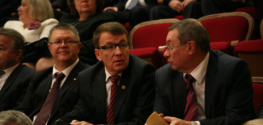 6 членов Правительства Удмуртии, которые заработали больше всех в 2015 году