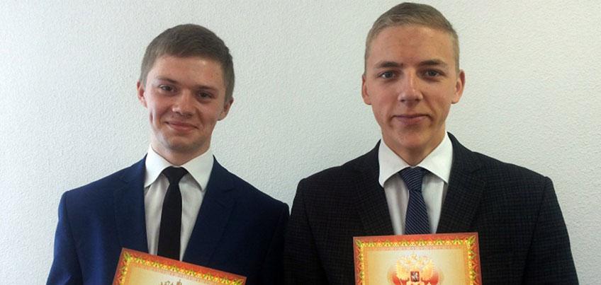 В Ижевске наградили двух молодых людей, спасших мужчину из горящего дома