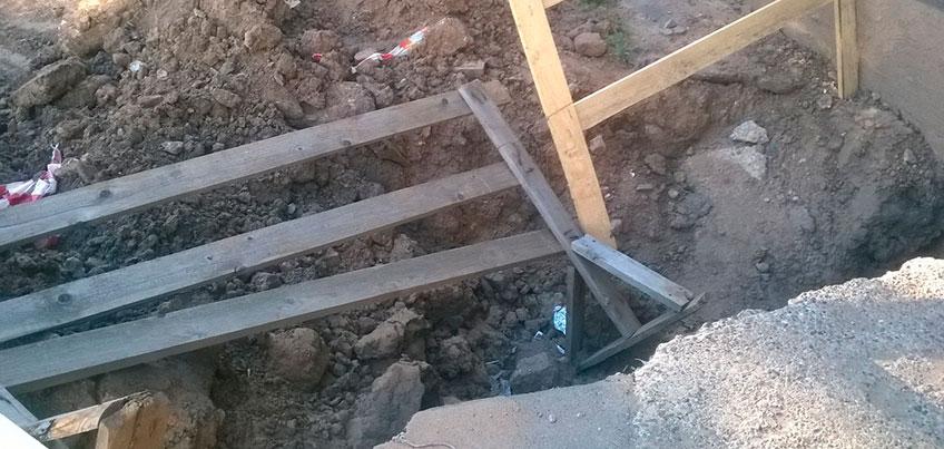 В Ижевске жители дома на Репина больше месяца жалуются на перекопанный двор