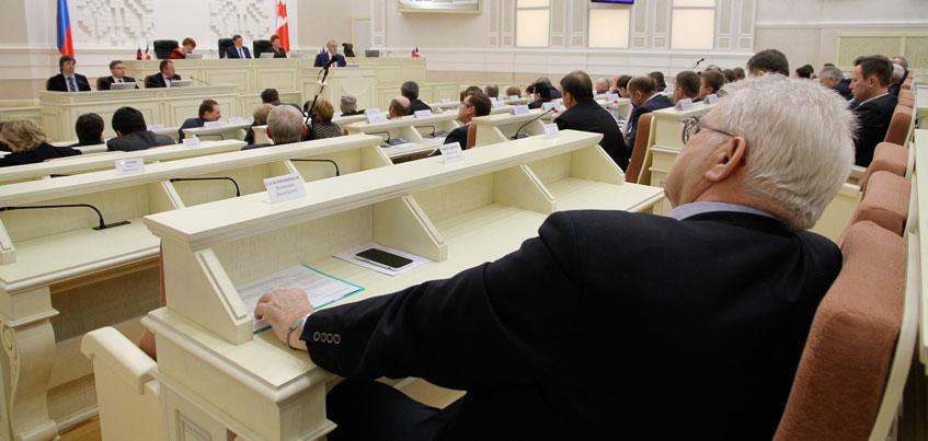 Глава Удмуртии обсудил сокращение количества депутатов в Госсовете