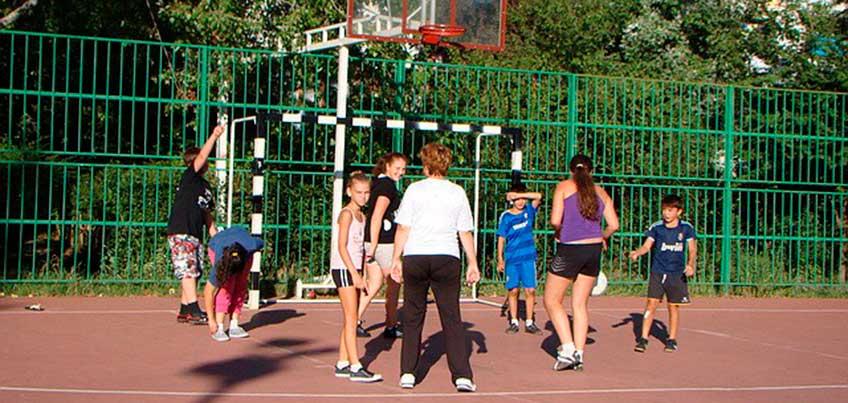 В летние каникулы для ижевских школьников открыты спортивные площадки