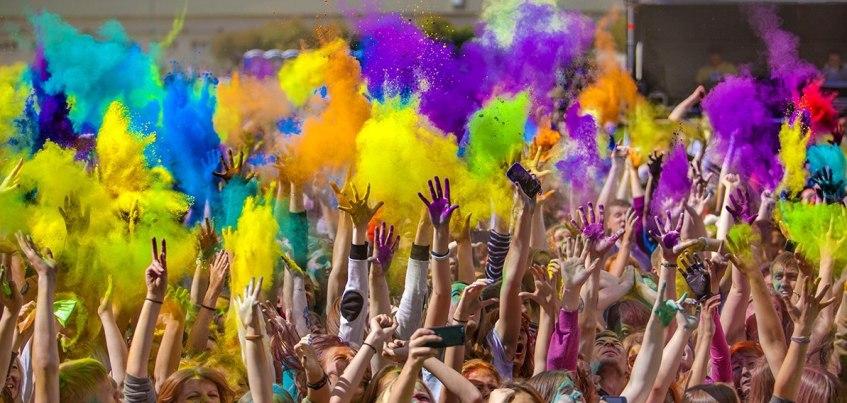 Афиша в Ижевске на выходные 28 – 29 мая: Фестиваль красок холи, концерт группы «Грай» и Клуб поэтов