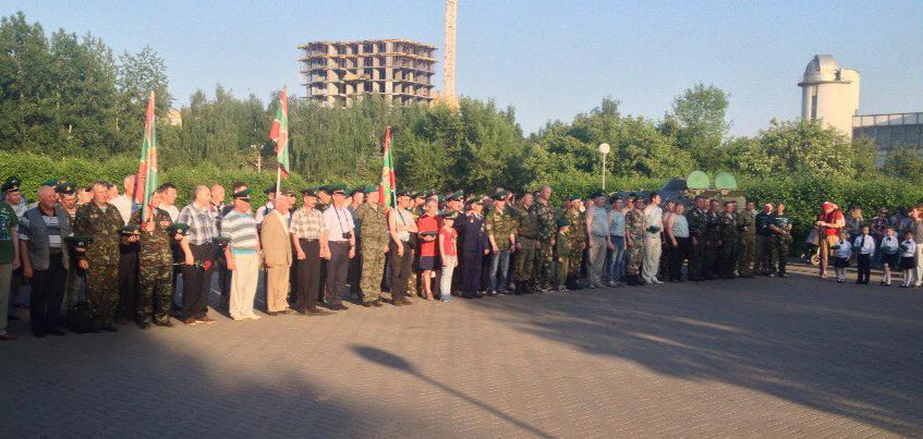 День пограничника в Ижевске начался с боевого расчета и концерта