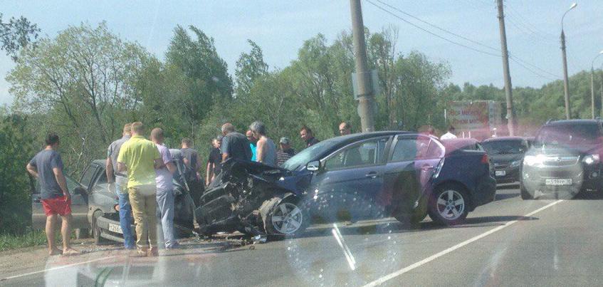 ГИБДД по Удмуртии: Водитель иномарки заснул за рулем и спровоцировал ДТП, где пострадали маленькие дети