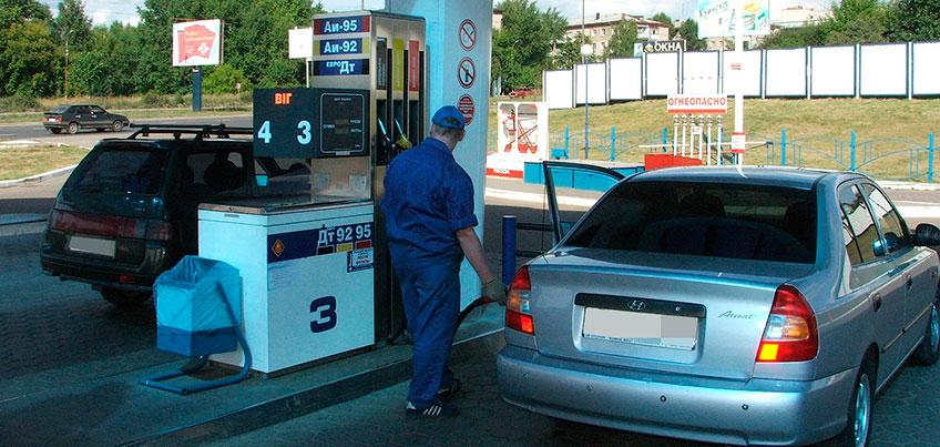 Альфа-Банк помогает экономить на топливе и обедах