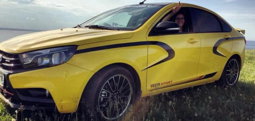 Дочь директора ижевского автозавода выложила в сеть фото Lada Vesta Sport