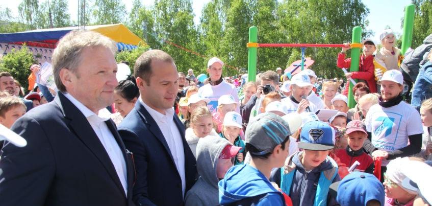 «ПАРТИЯ РОСТА» подарила Ижевску детский городок и спортплощадку
