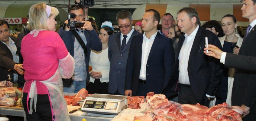 Работники центрального рынка Ижевска рассказали Алексею Чулкину и Борису Титову о своих проблемах