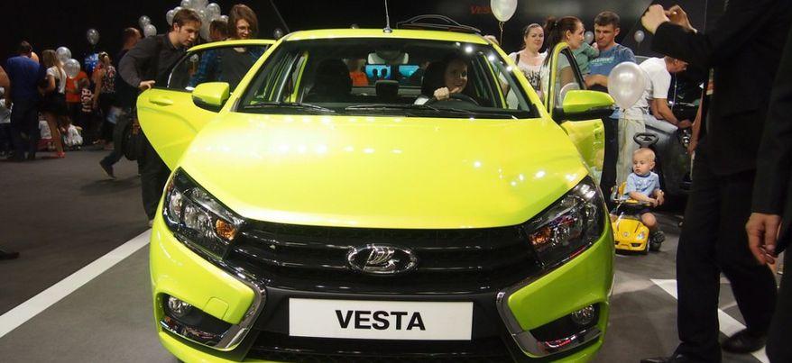 В Ижевске начали выпускать самую дорогую LADA Vesta
