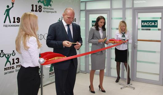 Олимпийский чемпион Александр Карелин поздравил Татфондбанк с открытием нового офиса