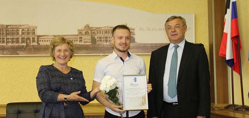 Юрий Тюрин наградил победителей первого Городского конкурса инициатив и достижений социально ориентированных НКО