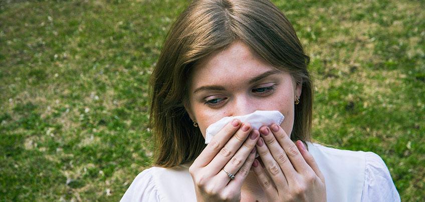 Тополиный пух в Ижевске: горожане жалуются на аллергию и забитые радиаторы авто