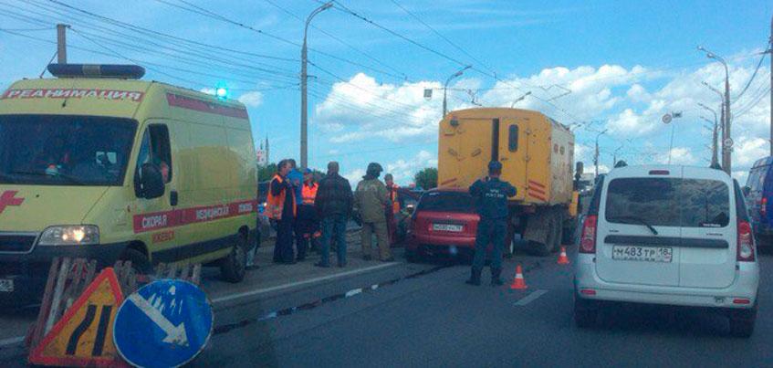 В Ижевске около трамвайного депо на Карла Маркса сбили мужчину