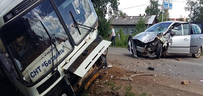 В Удмуртии в ДТП с автобусом пострадали два человека