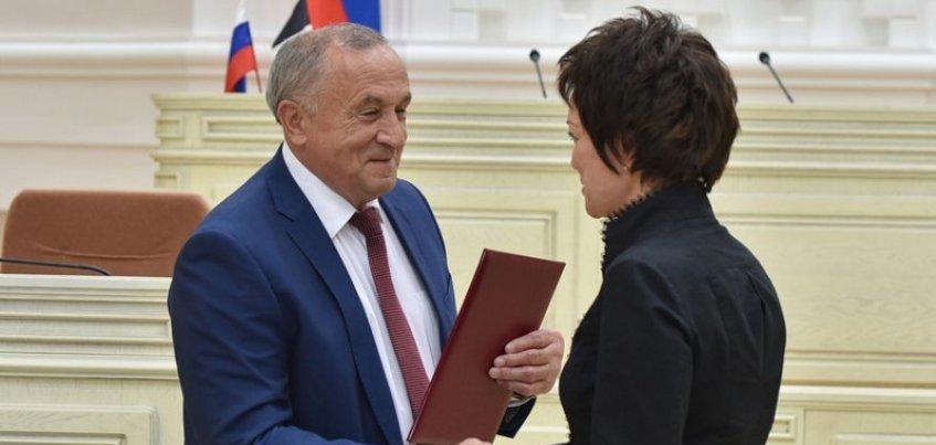 Глава Удмуртии наградил лучших врачей республики