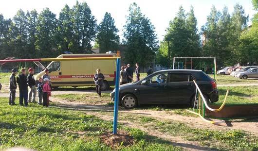 Ижевчанка, которая сбила горку с ребенком на детской площадке, перепутала педали
