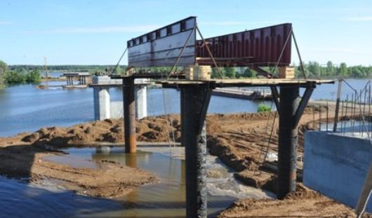 У моста через реку Буй появились сваи