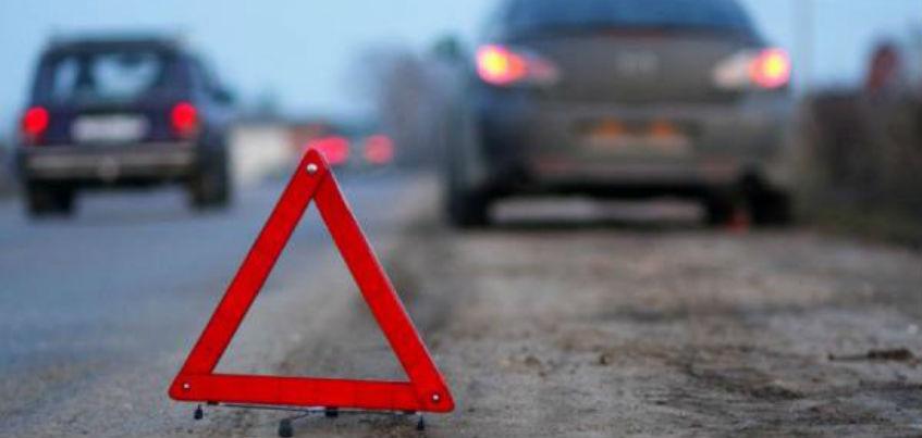 В Удмуртии водитель, сбивший на трассе 22-летнего парня, скрылся с места происшествия
