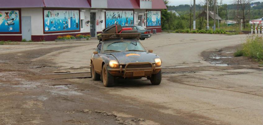 Фото: 13 старинных элитных автомобилей, которые участвуют в Международном ралли, прокатились по улицам Игры