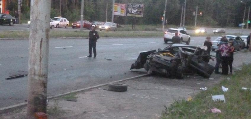 В Ижевске на улице 40 лет Победы водитель погиб при столкновении со столбом