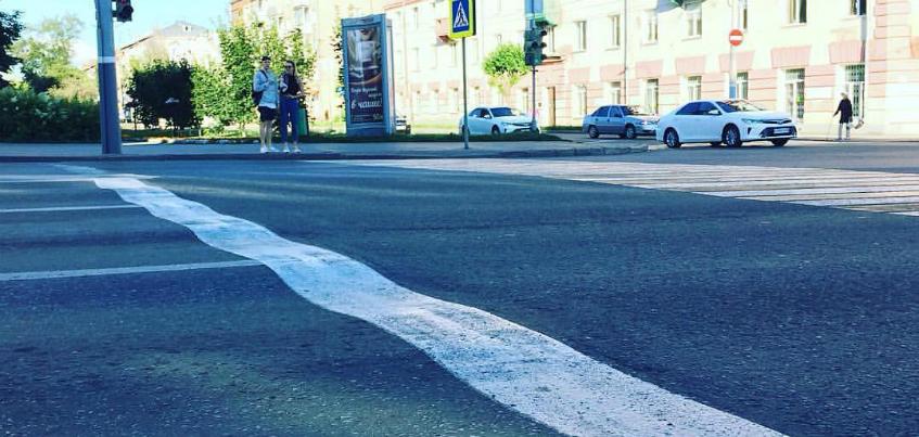 Фотофакт: на перекрестке Пушкинская-Красногеройская в Ижевске «волнами» пошел асфальт