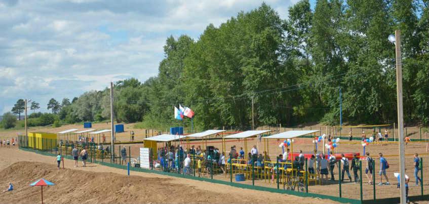 У пруда в Ижевске появился стадион для пляжных видов спорта