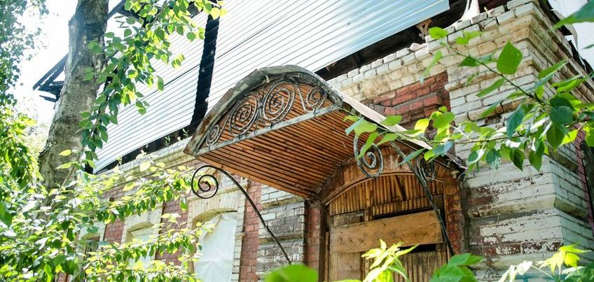 Прогулки по Ижевску: Где в нашем городе можно найти двери, арки и подъезды с историей? Часть 2-я