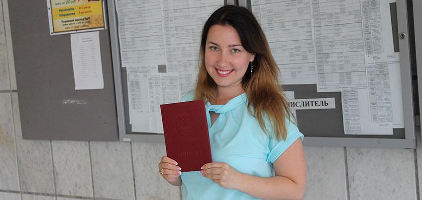 В УдГУ вручили диплом тысячному выпускнику магистратуры