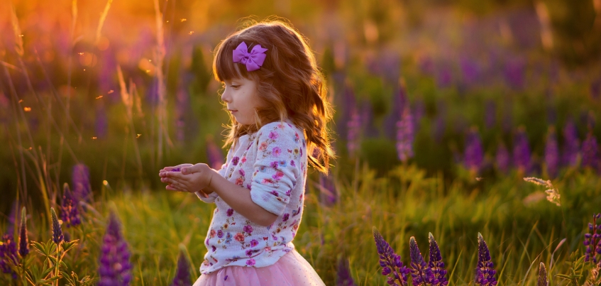Инстаграм недели: директор турагенства фиксирует на фото знакомство своей маленькой дочери с миром