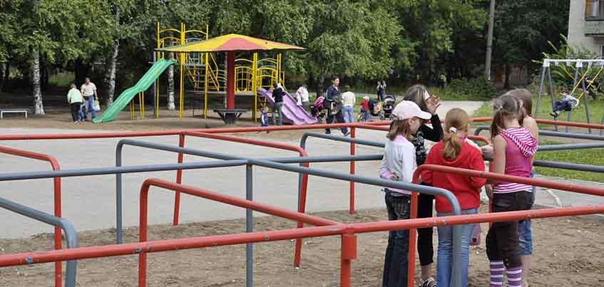 На детских площадках Удмуртии поставят таблички с ответственным за состояние
