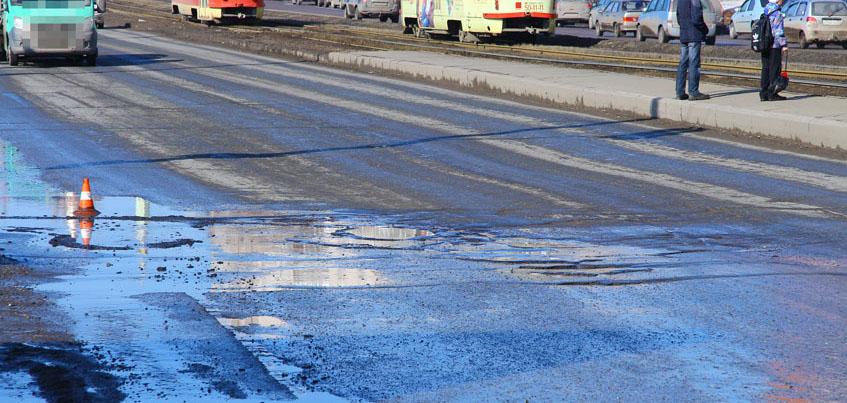 Есть вопрос: почему в Ижевске кладут асфальт на дороги, отремонтированные в прошлом году?