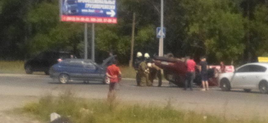 На выезде из Ижевска на улице Азина перевернулся автомобиль