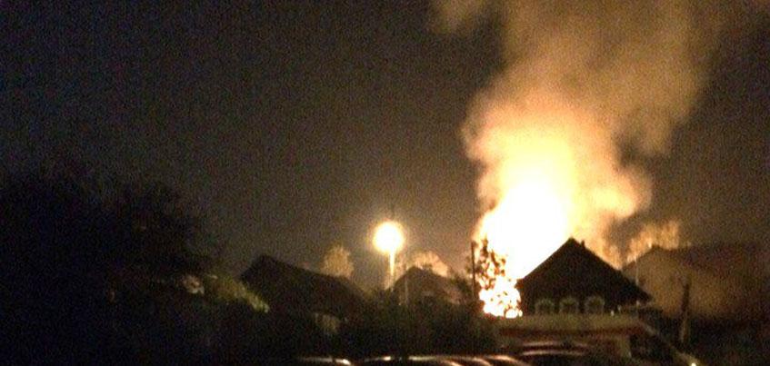 В Ижевске ночью на проезде Энгельса сгорел жилой дом