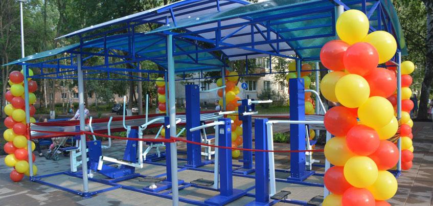 В сквере Металлургов в Ижевске поставили скамейки и тренажеры