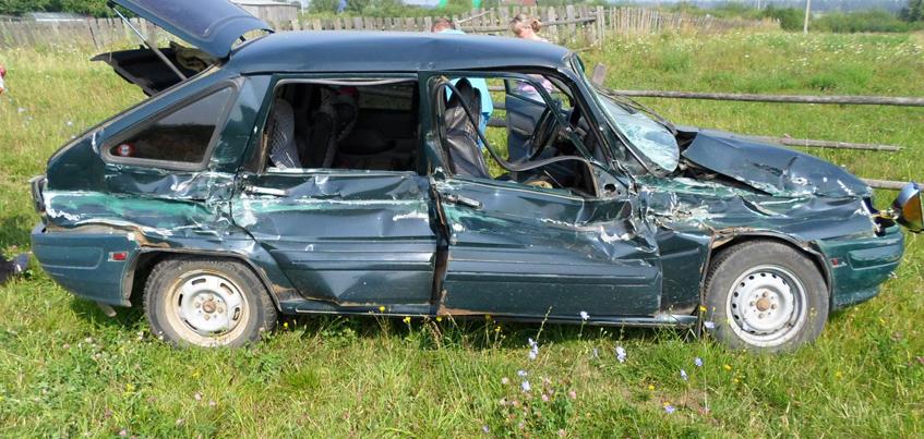 В Удмуртии из-за столкновения «КАМАЗ» и «Иж» пострадали два человека