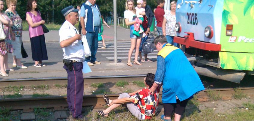 Женщину, упавшую в Ижевске на рельсы на улице Карла Маркса, задел трамвай
