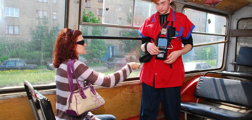 Ижевчане смогут расплачиваться в транспорте бесконтактной банковской картой