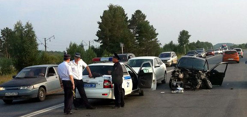 В Удмуртии после ДТП водитель и его пассажир госпитализированы