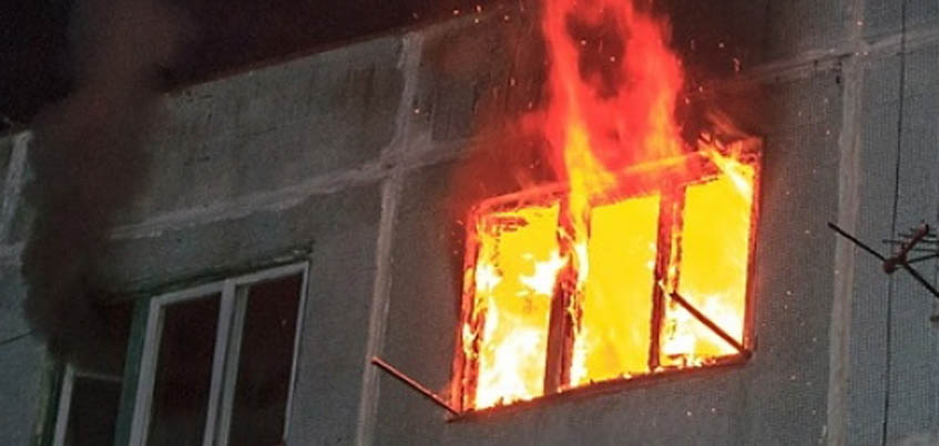 В Ижевске на улице Автозаводской загорелась квартира