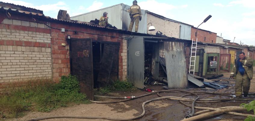 В Ижевске загорелись гаражи в кооперативе «Каротажник»