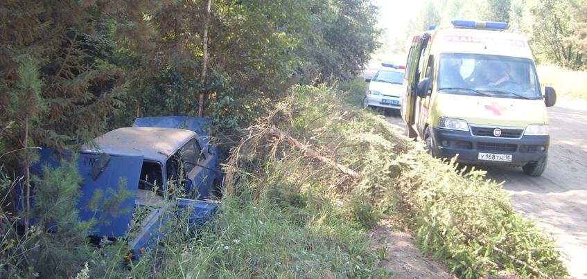 В Удмуртии пьяный водитель и пассажир госпитализированы после ДТП