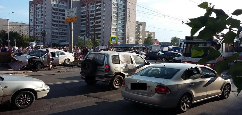 В ДТП на улице Клубной пострадали 7-летний ребенок и двое взрослых