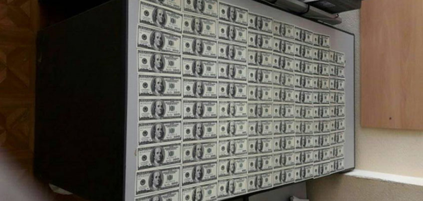 Ижевчанина подозревают в незаконном сбыте фальшивых 7 900 долларов