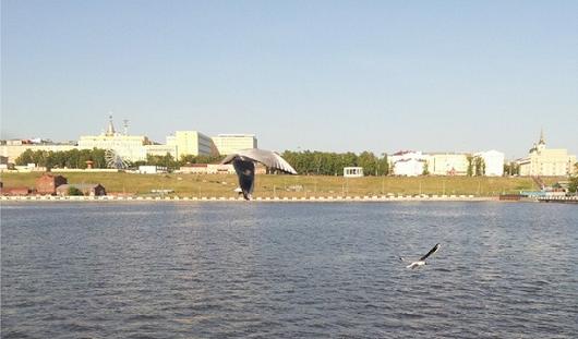 Очереди в городских парках и машина на детской площадке: о чем утром говорят в Ижевске