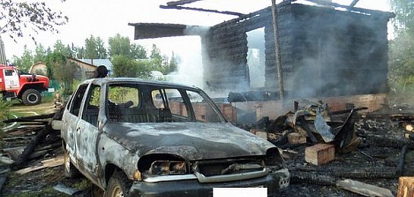 Ночью в Удмуртии сгорел дом, баня и автомобиль