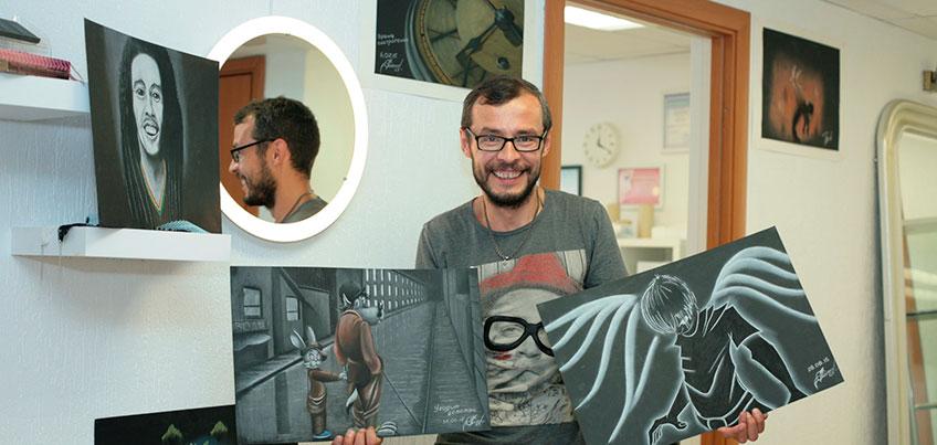 Дальтоник из Ижевска не может сказать, какого цвета на нем футболка, но рисует потрясающие картины