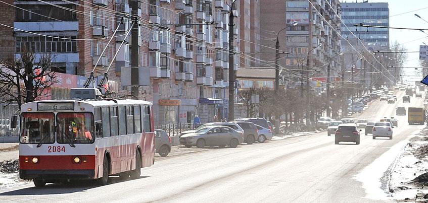 Улица М. Горького в Ижевске станет шире на две полосы, а деревья для стройки вырубать пока не будут