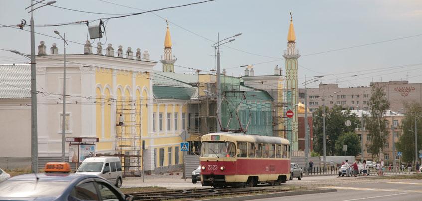 Фотофакт: у здания бывшего театра им. Короленко в Ижевске отремонтировали часть фасада